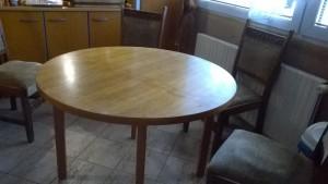 kuch.stůl