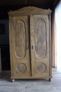 starožitná-skříň